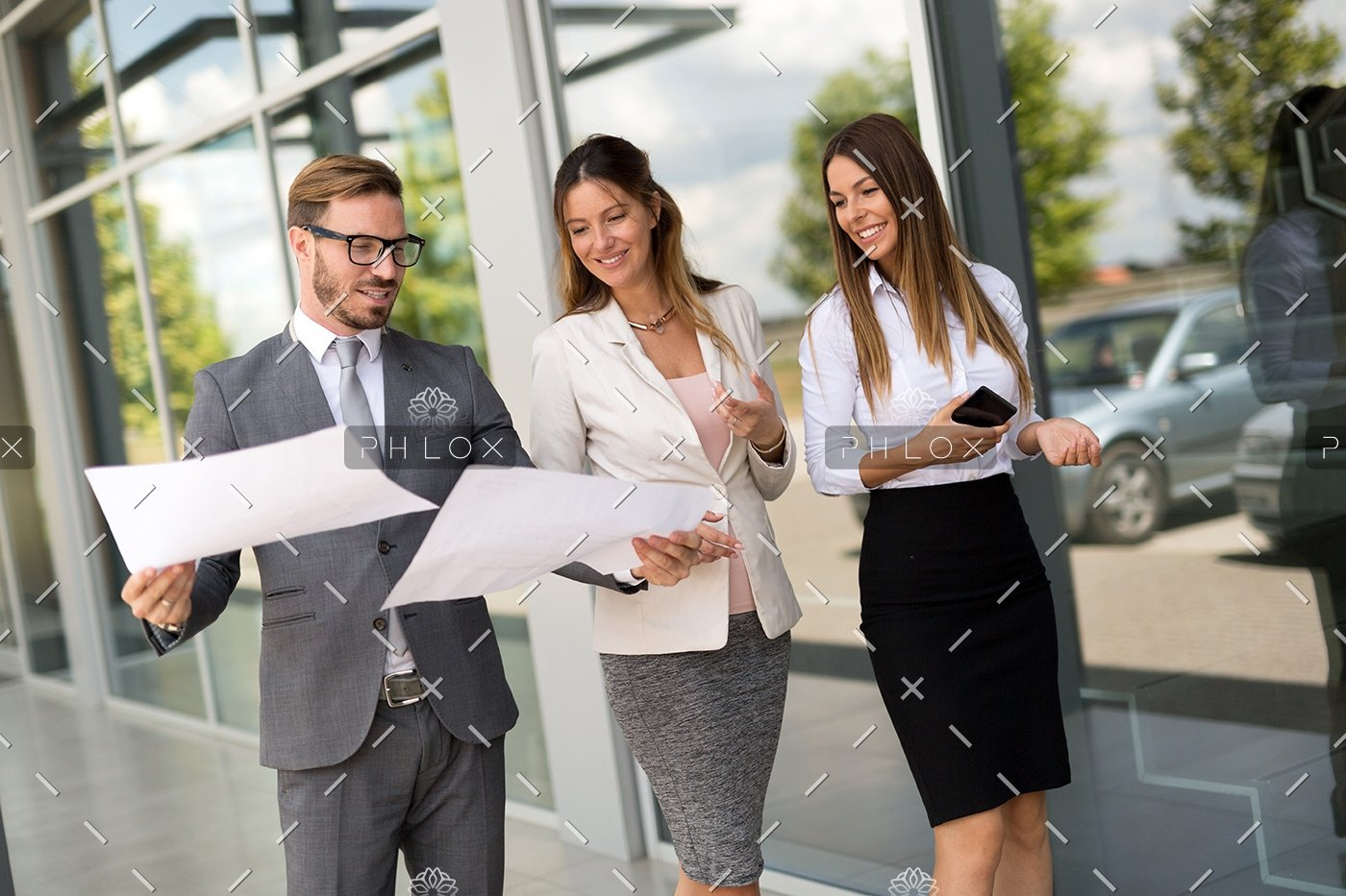 demo-attachment-129-picture-of-business-people-discussing-in-their-P59UCWR